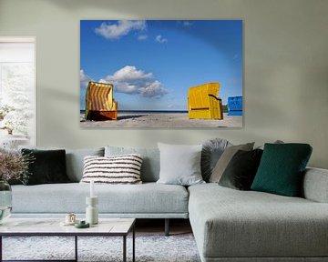 blaue und gelbe Strandkörbe in Binz von GH Foto & Artdesign