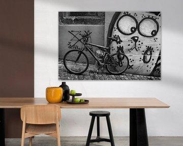 Überwachtes Fahrrad in Ljubljana - Laibach von Rudy De Moor