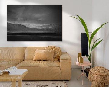 Minimalistisch, abstract zwartwit landschap van IJsland van Holly Klein Oonk