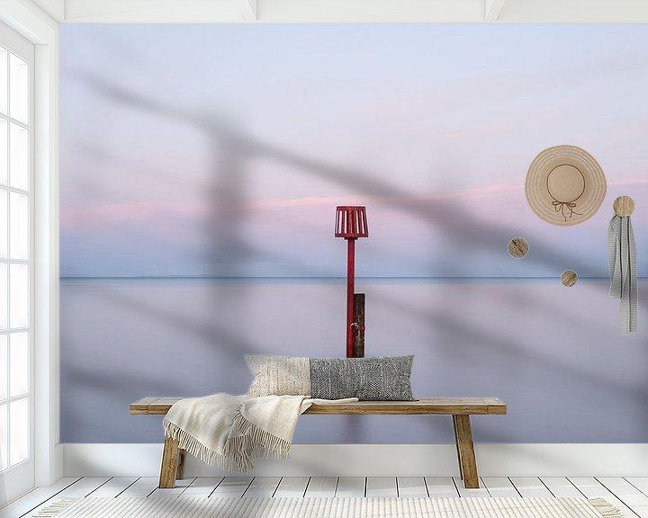 Sfeerimpressie behang: Rustgevend zeelandschap van Jim De Sitter