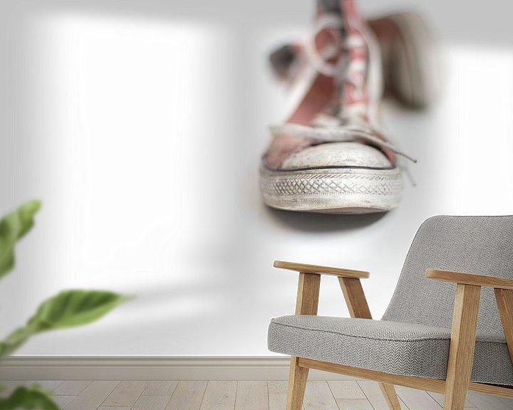 Sfeerimpressie behang: Walking barefoot into the big bad world.... van Bob Daalder