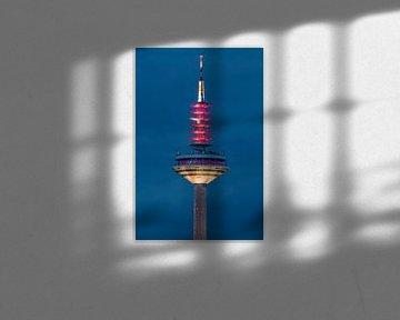 Frankfurt TV-toren in het Blauwe Uur van Fotos by Jan Wehnert