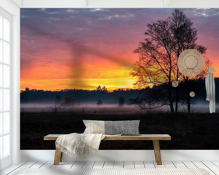Sfeerimpressie behang: Herfstige zonsondergang met lage mist boven Hilversums Wasmeer van Andrea de Jong