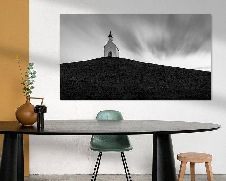 Impression: La petite église blanche sur la colline sur Edwin Muller