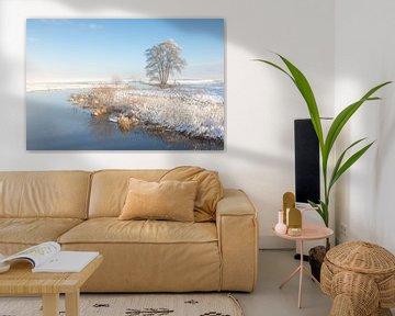 Rivier in besneeuwd landschap van Karla Leeftink