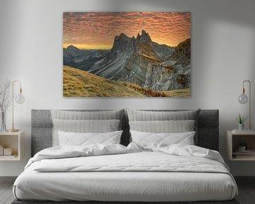 Zonsopgang op de Seceda in Zuid-Tirol van Michael Valjak