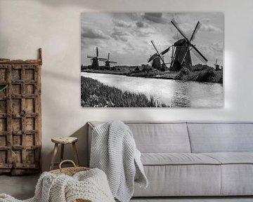 De oude windmolens op de Kinderdijk (z/w) van Stefan Verheij