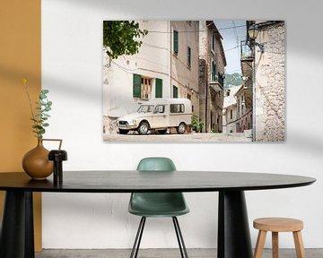 Oldtimer in den Straßen von Valldemossa von Evelien Oerlemans