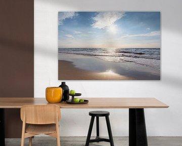 Zonsondergang op het strand van Nederland van Evelien Oerlemans