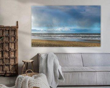 Regenbui boven de Noordzee van Discover Dutch Nature