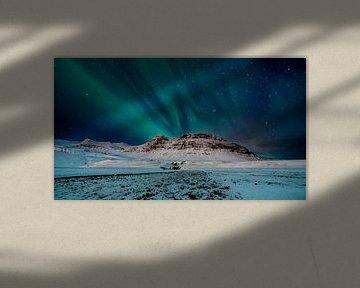 Aurora Borealis boven Mýrarhyrna mountain near Grundarfjordur, Iceland van Henry Oude Egberink