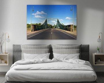 Strasse nach Berlin an der Glienicker Brücke