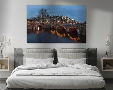 Amsterdam, Reguliersgracht et Keizersgracht au crépuscule. sur Maurits van Hout