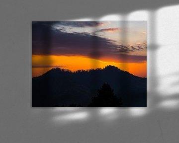 Nepal - Annapurna Track Himalayas - Eine Landschaftssilhouette in der Nähe von Poon Hill von Rik Pijnenburg