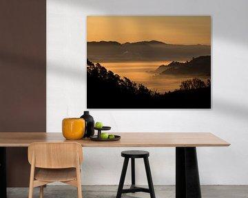 Myanmar - Kalaw - Oranje ochtendgloed over de heuvels