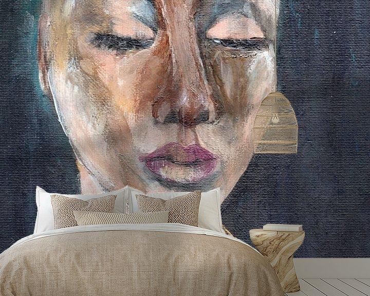 Sfeerimpressie behang: Portret vrouw Holi van Pam du Pau