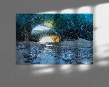 Sonnenaufgang in einer Eishöhle in Island von Henry Oude Egberink