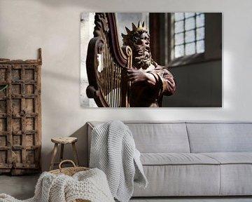 Eeuwenoude sculptuur van koning David in de Grote Kerk in Breda van Peter de Kievith Fotografie