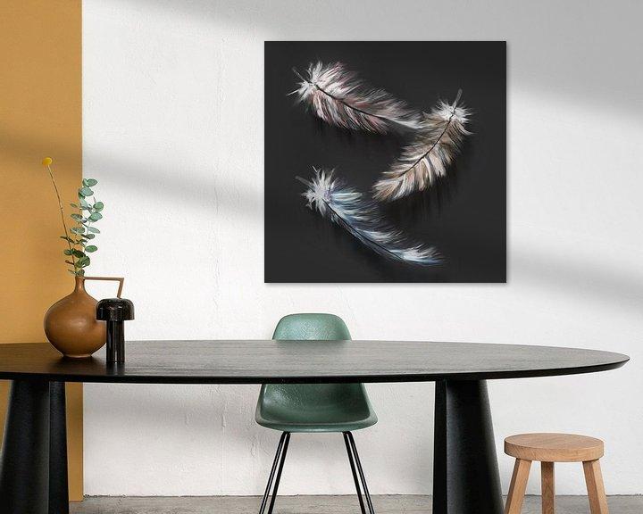 Beispiel: Daunenfedern - digitales Kunstwerk mit anthrazitfarbenem Hintergrund von Emiel de Lange