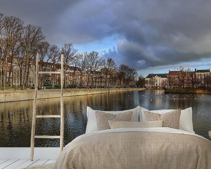 Sfeerimpressie behang: De Hofvijver in Den Haag van Jan Kranendonk