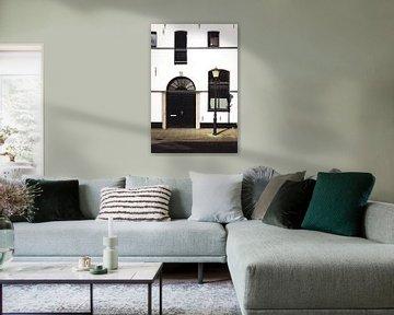 Schwarze und weiße altniederländische Fassade von Suzan van Pelt