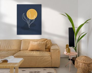 Minimalistisch landschap met en gouden maan en een fantasie plant van Tanja Udelhofen