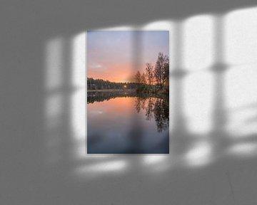 Morgenrot beim Sonnenaufgang auf der Heide von John van de Gazelle