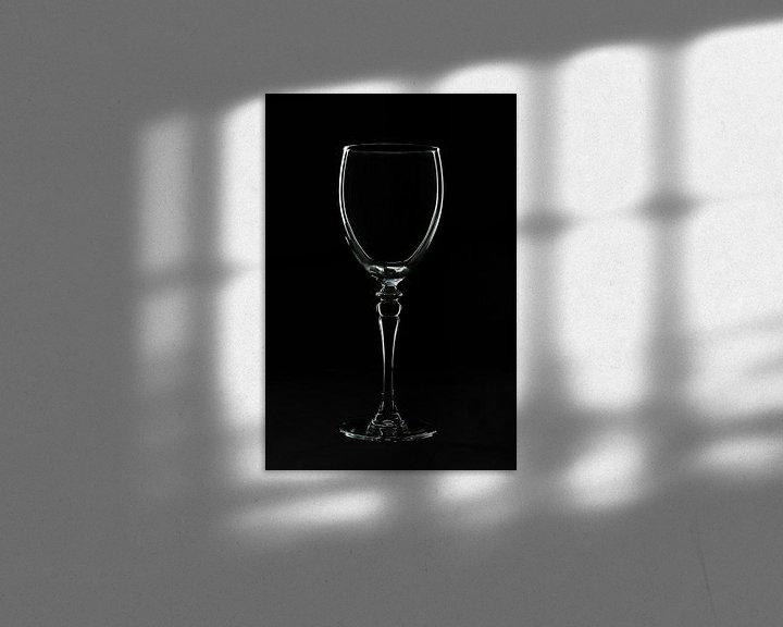 Sfeerimpressie: Low key afbeelding van een wijnglas van Kim Willems