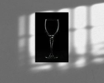 Low key afbeelding van een wijnglas van Kim Willems