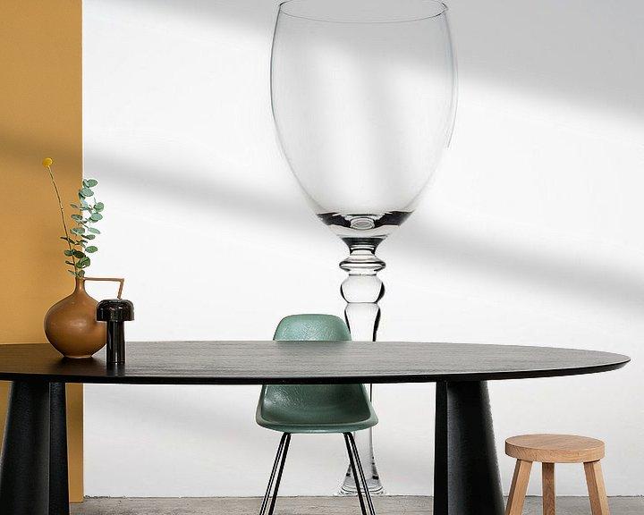 Sfeerimpressie behang: High key afbeelding van een wijnglas van Kim Willems