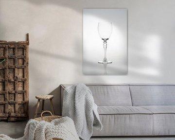 High key afbeelding van een wijnglas van Kim Willems