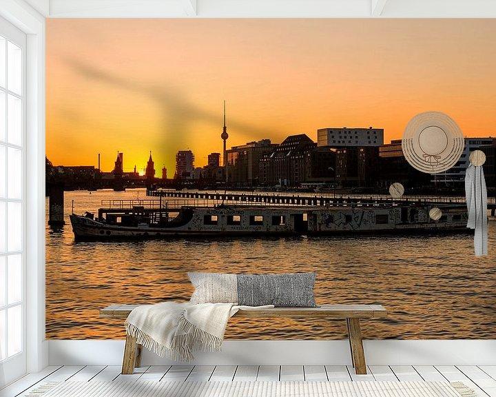 Sfeerimpressie behang: Berlijnse skyline Mediaspree met rifwrak van Frank Herrmann
