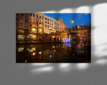 Oudegracht in Utrecht met Bezembrug  von Donker Utrecht