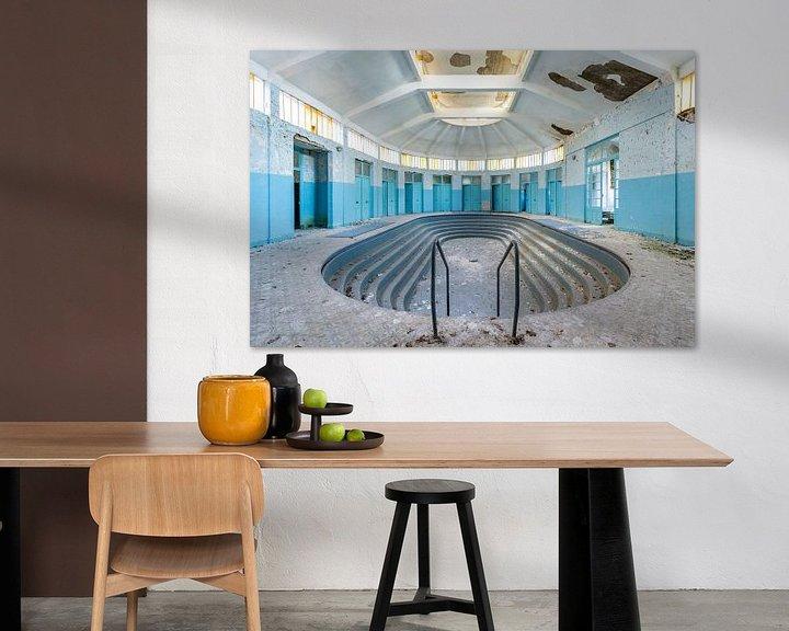 Sfeerimpressie: Verlaten zwembad van William Linders