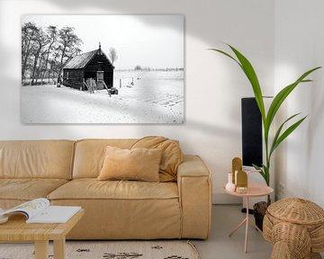 Winterlandschaft mit Scheune in schwarz und weiß von W J Kok