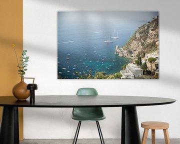 Boote im Hafen an der Amalfiküste in Italien von Esther Mennen