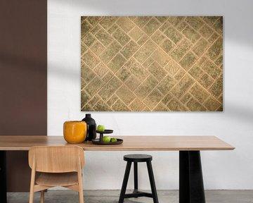 Patroon in een stenen vloer met vierkante en rechthoekige tegels van Esther Mennen