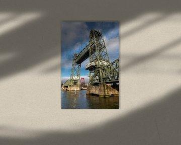 Monumentale stalen lift Koningshaven Spoorbrug (de Hef) in Rotterdam, Nederland