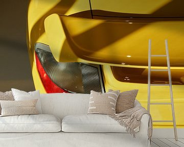 Sonnen- und Schattenlinien auf dem Spoiler eines gelben Porsche 91 GT2. von Xander Verweij