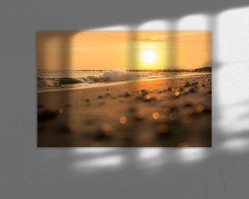Zonsondergang in de branding van StrandArt.nl