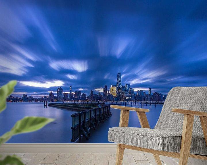 Sfeerimpressie behang: Uitzicht op Manhattan (New York City) van Marcel Kerdijk
