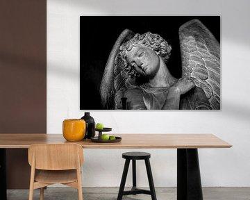 Statue eines traurigen Engels in London | Schwarz-Weiß-Foto I Reisefotografie von Diana van Neck Photography