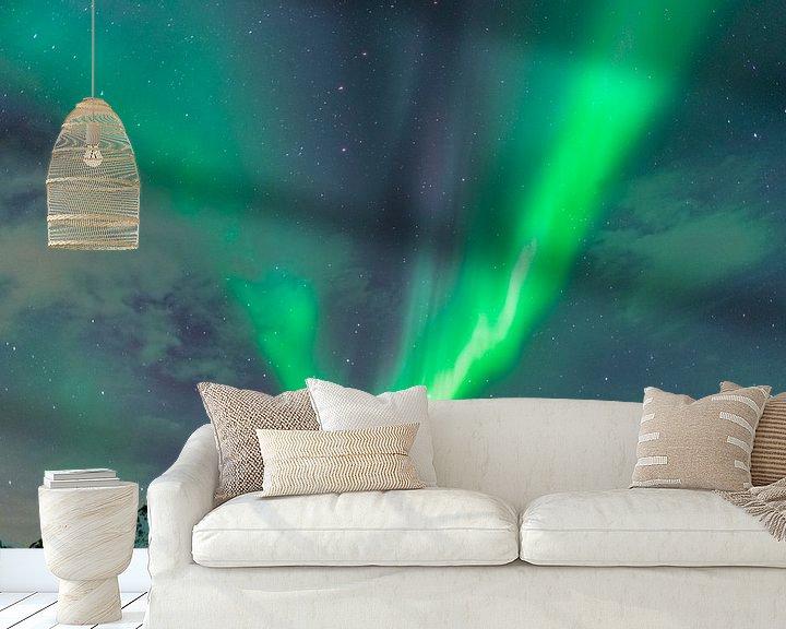 Impression: Aurore boréale ou Aurora Borealis sur les montagnes enneigées de l'hiver sur Sjoerd van der Wal