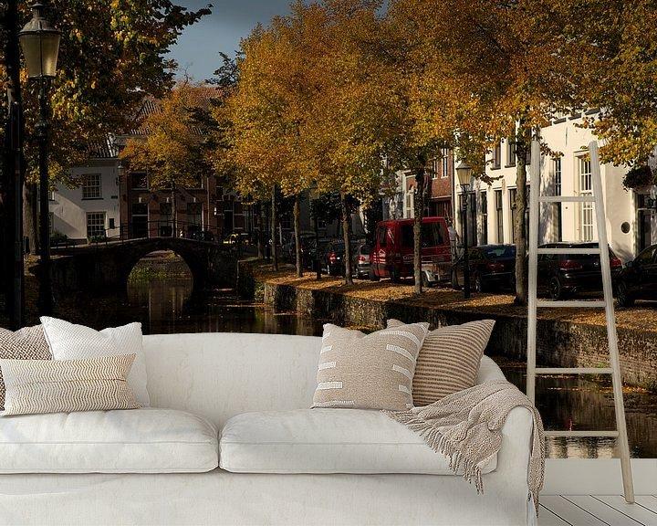 Sfeerimpressie behang: Herfstkleuren gracht Amersfoort van Stephan van Krimpen