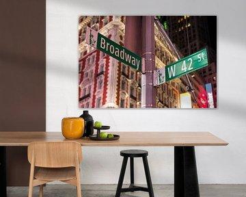 Broadway straatnaambord van Ben Hoedt