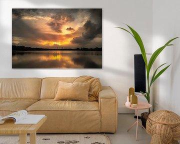 Zware wolken bij de zonsondergang bij Allersee van Marc-Sven Kirsch