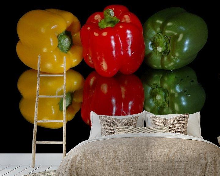 Sfeerimpressie behang: Paprika,s rood,groen en geel van Brian Morgan