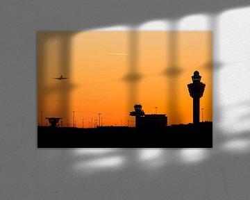 Sunset at Amsterdam Schiphol Airport (AMS) van Marcel van den Bos