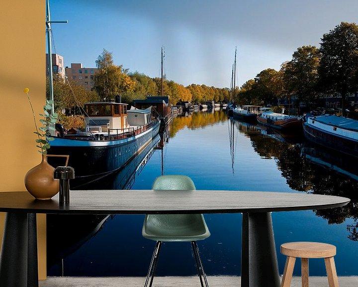 Sfeerimpressie behang: Reitdiep in de stad Groningen van Jan Peter Mulder
