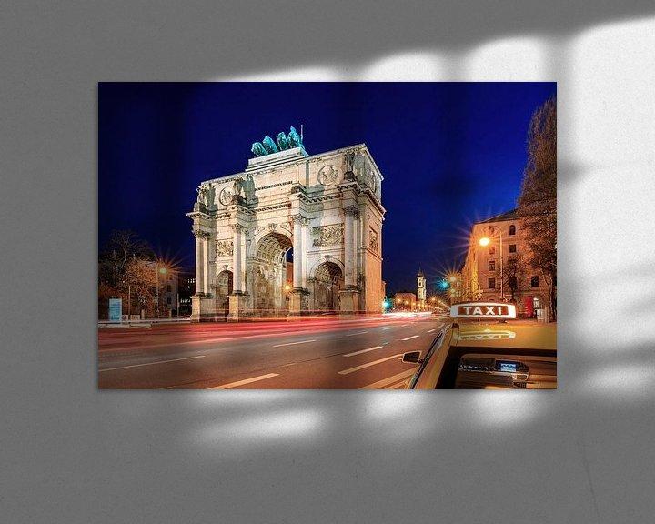 Sfeerimpressie: Siegestor München op blauw uur met taxi van Frank Herrmann